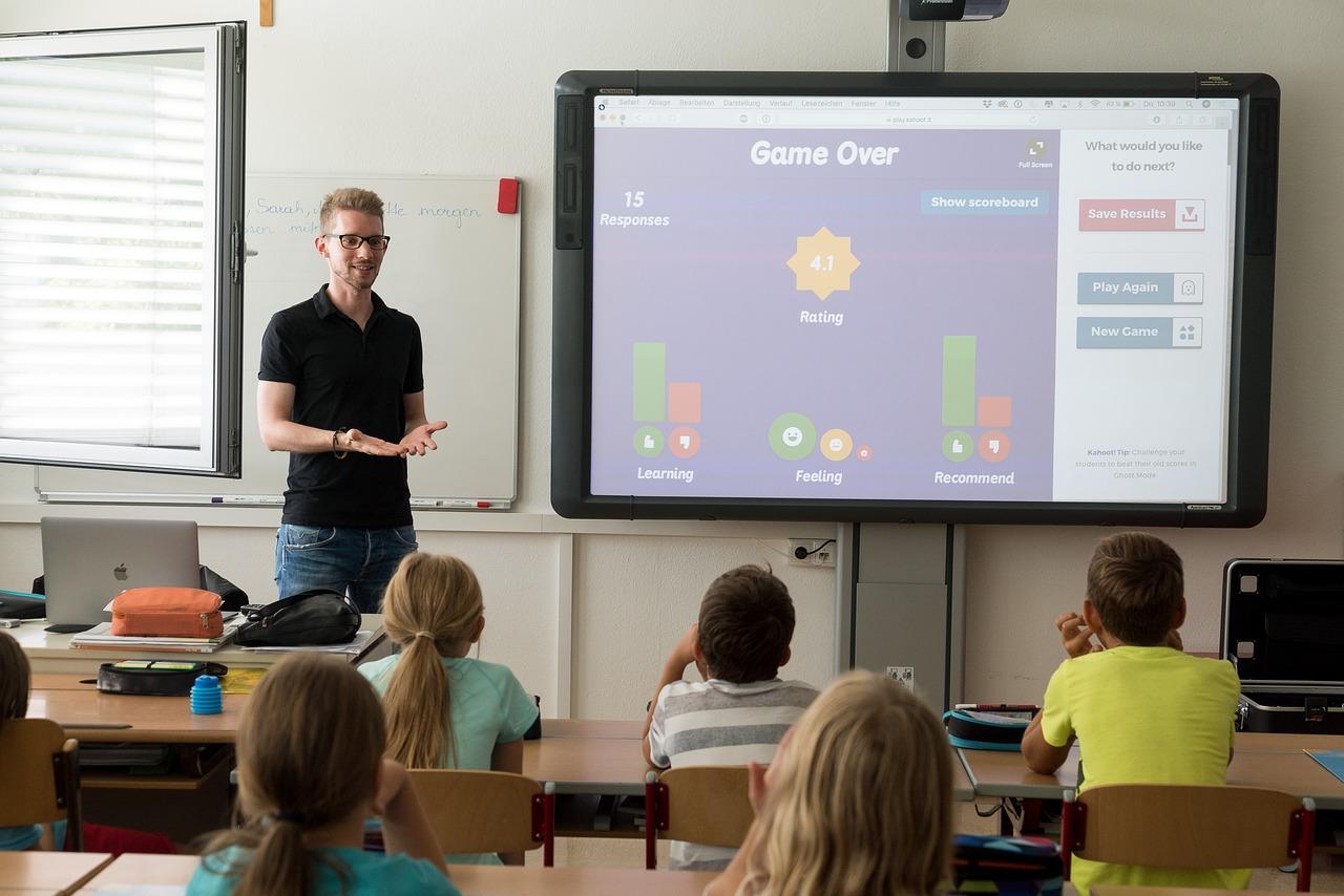 Tablica interaktywna czy monitor interaktywny